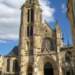Pontoise_(95),_cathédrale_Saint-Maclou,_façade_ouest,_depuis_la_rue_de_la_Coutellerie